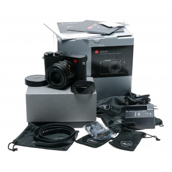 Leica Q2 Digital Camera Black Paint, 19050 boxed 47.3 MP Summilux 28mm