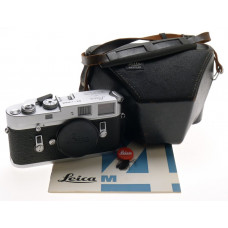 M4 CHROME RANGEFINDER M 35mm FILM CAMERA BODY MANUAL CASE CLEAN LEICA CONDITION