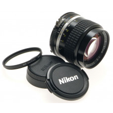 AI-S NIKON 85mm 1:2 NIKKOR SLR CAMERA LENS 2/85mm MINT CAPS FILTER f=85 PORTRAIT